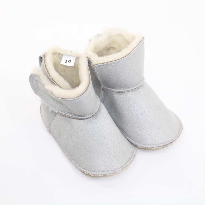 chaussons b b en peau et fourrure d 39 agneau cbg gris fourr mouton. Black Bedroom Furniture Sets. Home Design Ideas