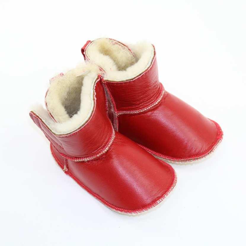 chaussons b b en peau fourrure d 39 agneau rouge fourr mouton. Black Bedroom Furniture Sets. Home Design Ideas