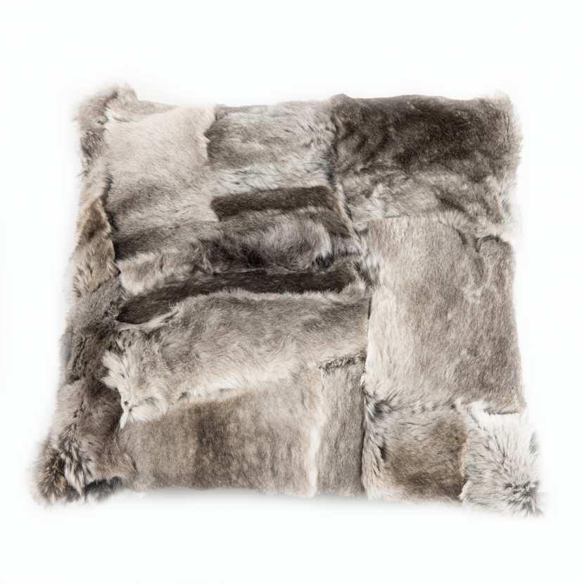 housse de coussin patchwork de fourrure naturelle de lapin gris. Black Bedroom Furniture Sets. Home Design Ideas
